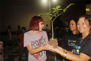 http://www.ritalee.com.br/blog/wp-content/uploads/2010/05/carasblogrita.jpg